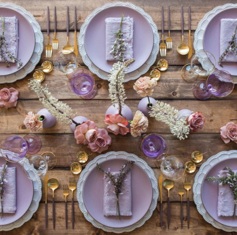 Casa de Perrin su Instagram Happy Passover Easter wishes from our table to yours 🐰 Bunny eared blooms by megan gray with our Signature Collection Chargers Custom…  - 20 idee per la mise en place del tuo matrimonio