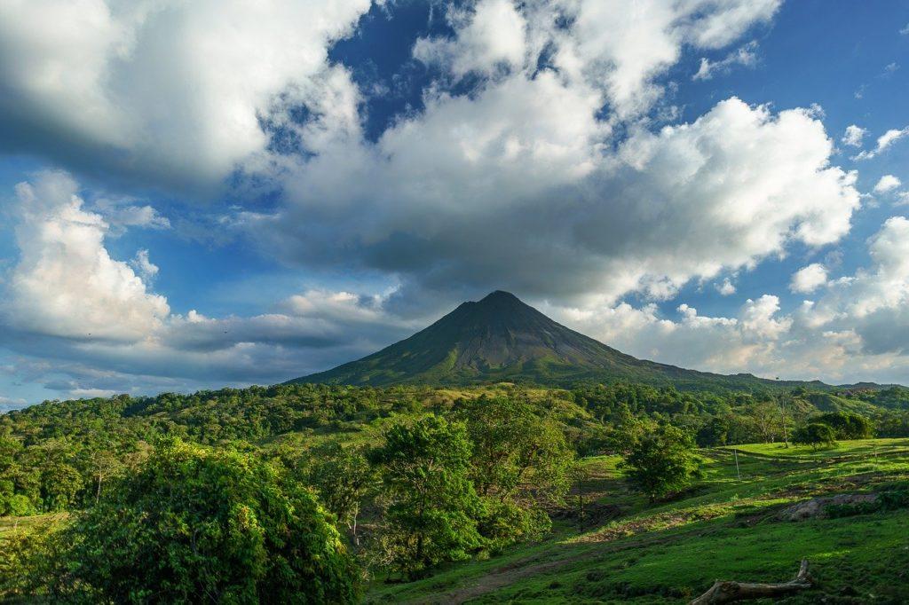 """volcano 2355772 1280 1024x682 - Costa Rica, Viaggio di Nozze """"Pura vida"""""""