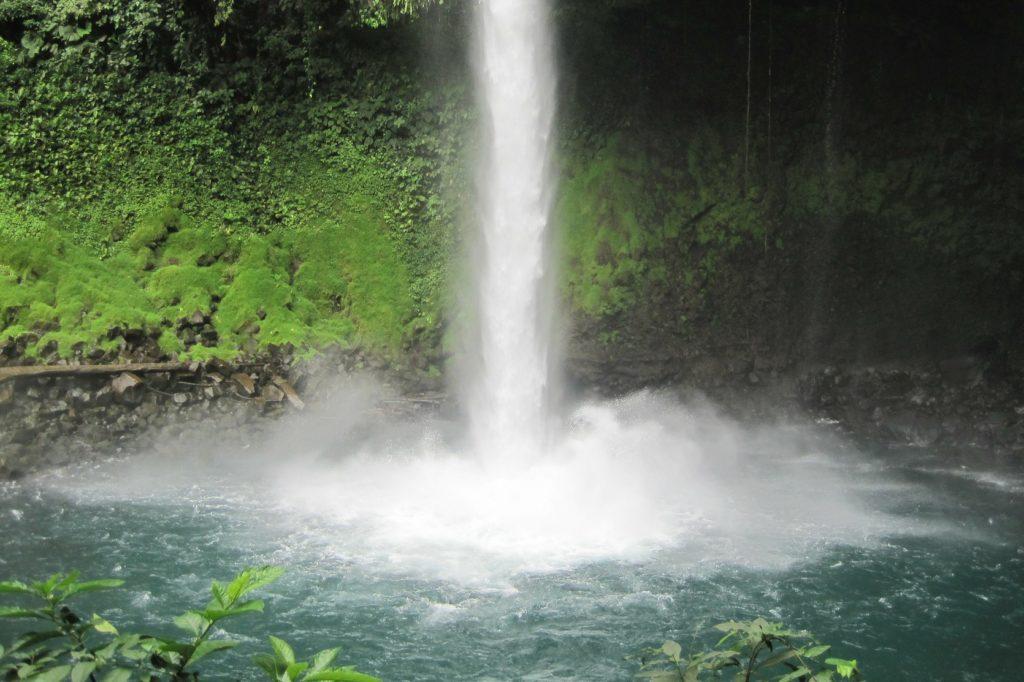 """waterfall 237912 1920 e1575541213642 1024x682 - Costa Rica, Viaggio di Nozze """"Pura vida"""""""